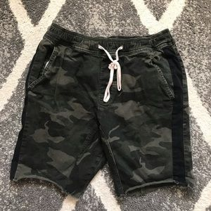 Hollister men's skinny jogger camo shorts